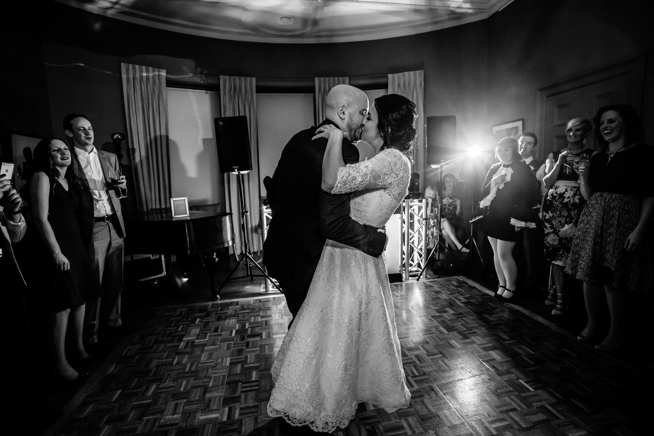 Georgie & steve - Sansom photography Grays Court York Wedding-32