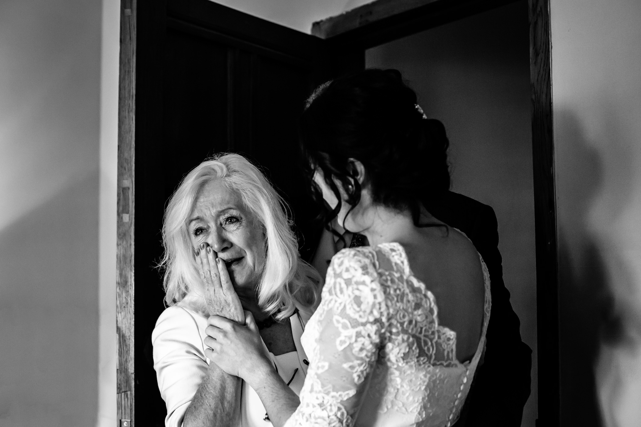 Georgie & steve - Sansom photography Grays Court York Wedding-59