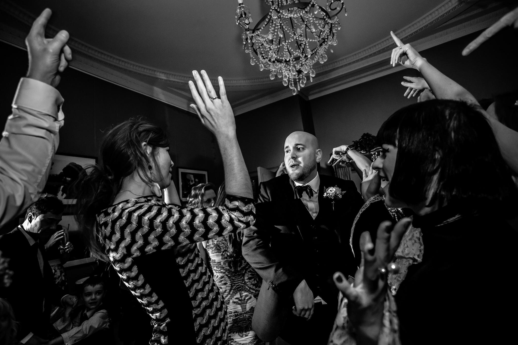 Georgie & steve - Sansom photography Grays Court York Wedding-34